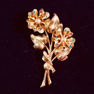 Vintage 1950 Coro golden bouquet brooch